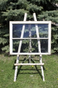 Easel and window 900 dpi